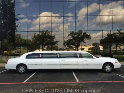 White Lincoln Stretch 8-10 Passengers