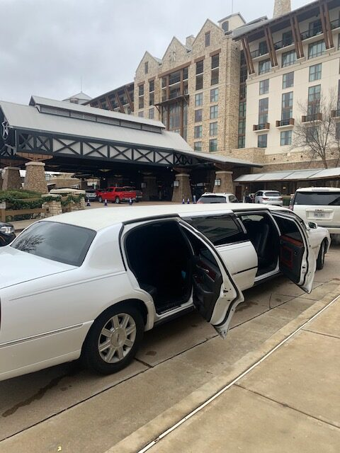 White Lincoln 5 Door Stretch Limo.